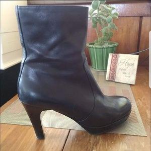 Nine West Black Leathet Heeles Boots